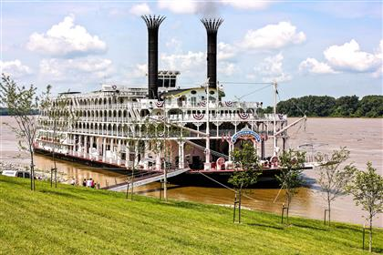 The American Queen docked the Henderson riverfront